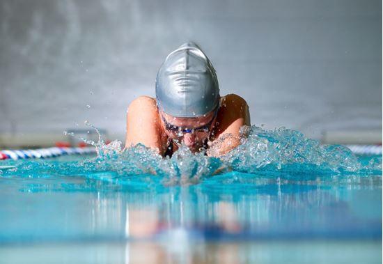 Bild von Erwachsenenschwimmen Schwimmen für Anfänger